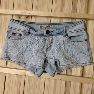 Shorts with lace pattern